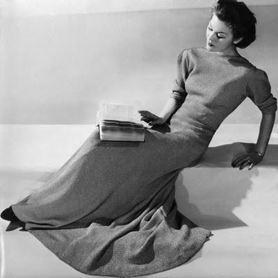 30s woman reading
