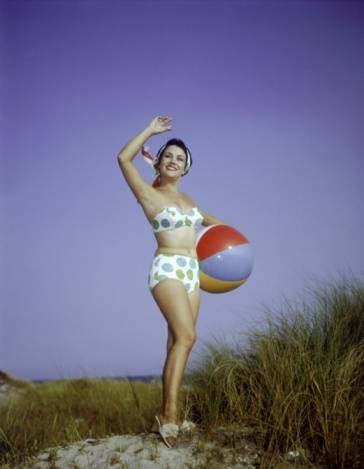 woman-in-1960s-swimsuit