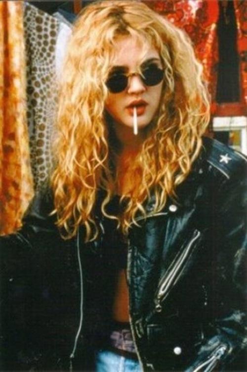 Drew Barrymore 90s round sunglasses