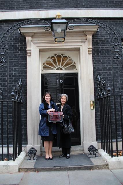 Julie Deane and her mumat 10 Downing Street