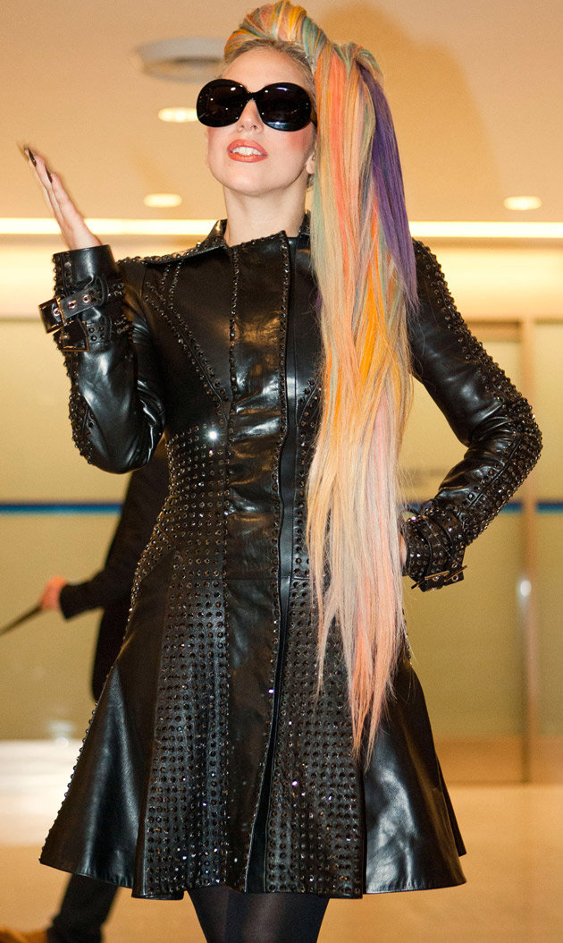 lady-gaga-rainbow-hair-japan
