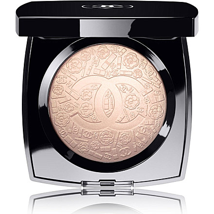 Poudre signee de Chanel Illuminating Powder - www.leblow.co.uk
