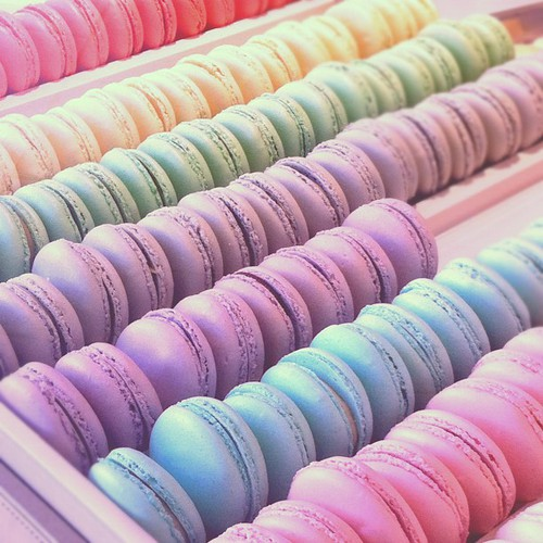 Macarons in pastel colours – www.leblow.co.uk