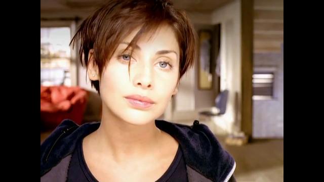 Natalie Imbruglia crop hairstyle
