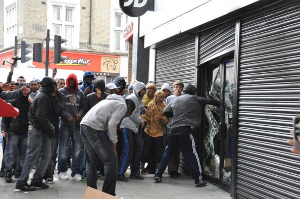 london riots 2011 looting